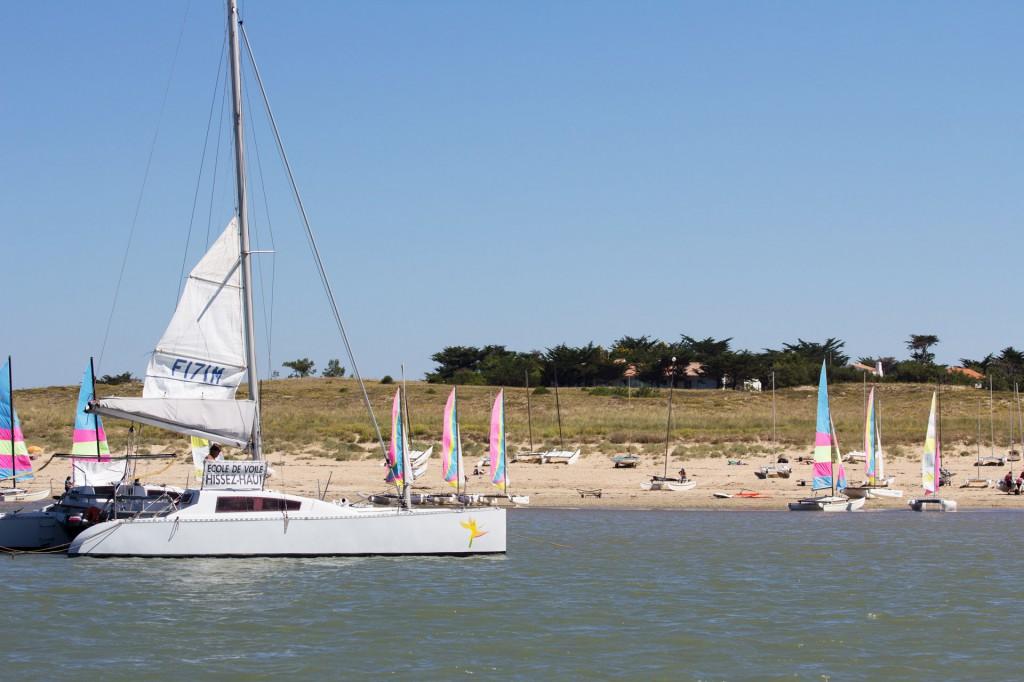 plage avec bateau